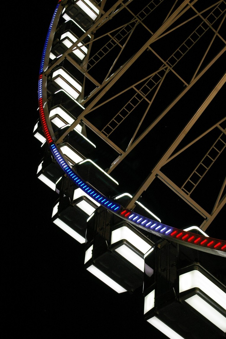 IMGP0074 Wheel lit at night 6x4 crop